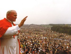 Pope John Paul II at Brú na Bóinne 1979